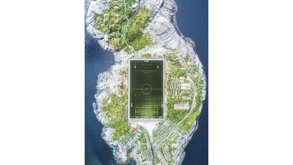 Henningsvær Futbol Sahası Kuş Bakışı